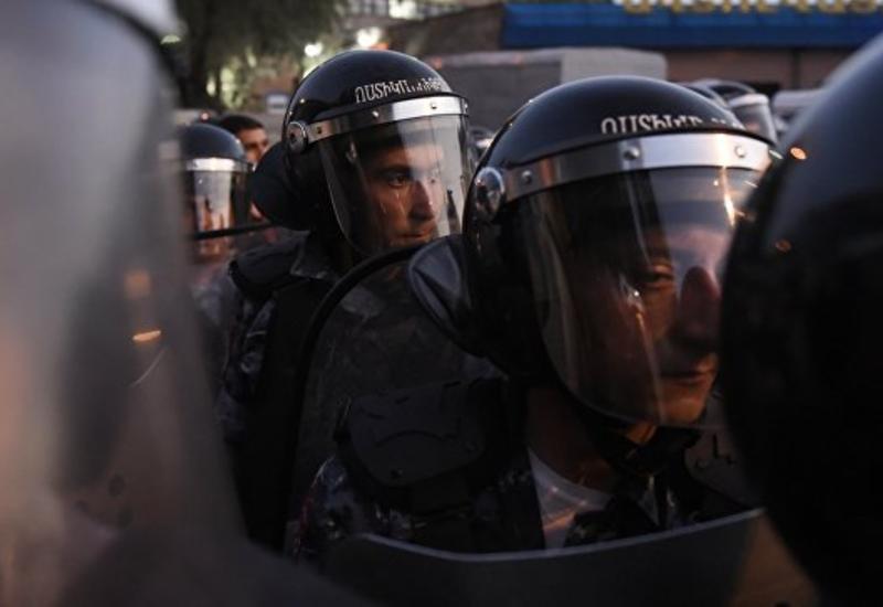 Двое захвативших здание ППС в Ереване сдались полиции