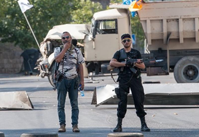 Участники шествия в Ереване вернулись к захваченному зданию ППС