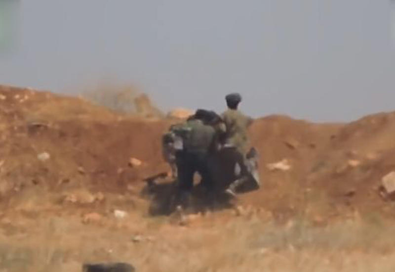 "Подвиг сирийских солдат, спасших товарища, попал на камеры <span class=""color_red"">- ВИДЕО</span>"