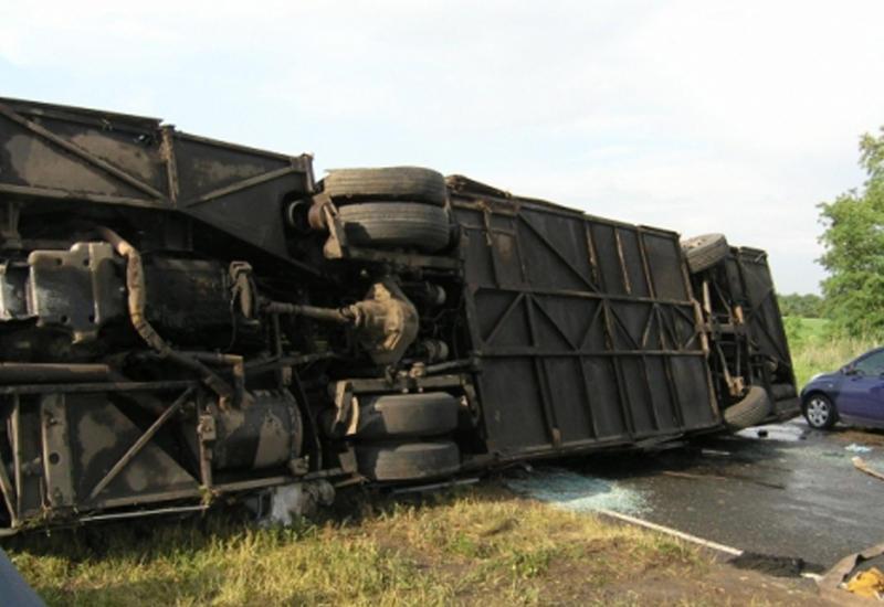 В Китае перевернулся автобус: есть погибшие и раненые