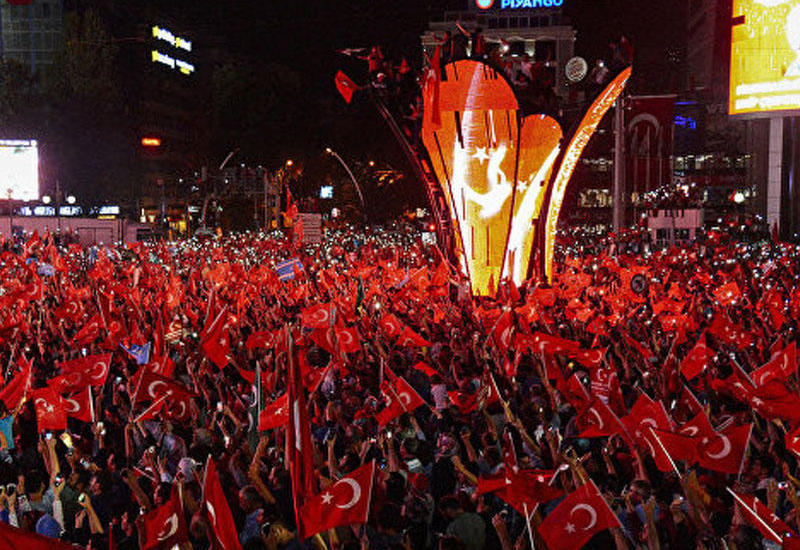 Ankarada 54 hərbçi, 8 hakim və prokuror həbs olunub