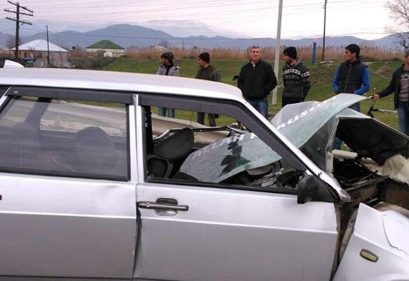 В Шеки столкнулись 2 ВАЗа, ранены дети