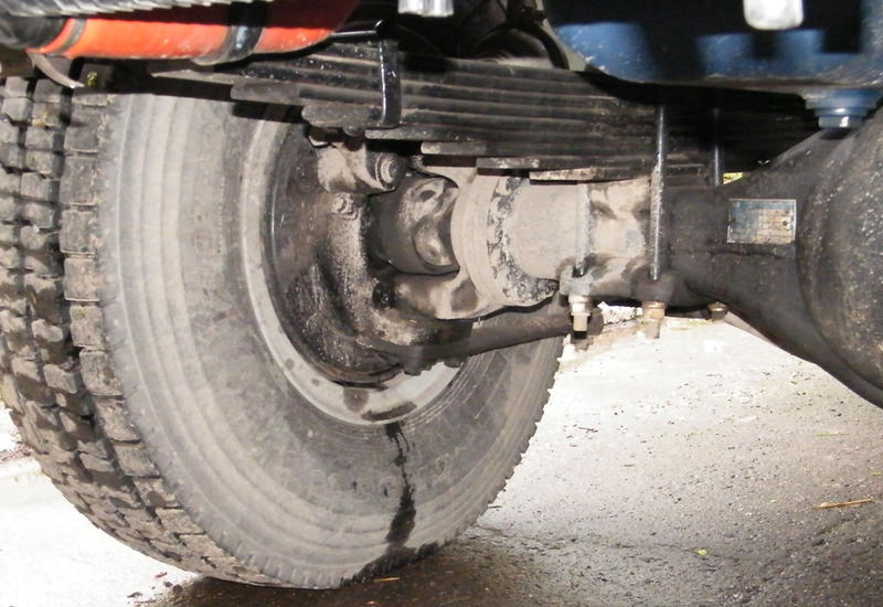 В Дашкесане водитель умер под колесами собственного грузовика