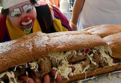"""В Мексике приготовили бутерброд длиной 66 метров <span class=""""color_red"""">- ВИДЕО</span>"""