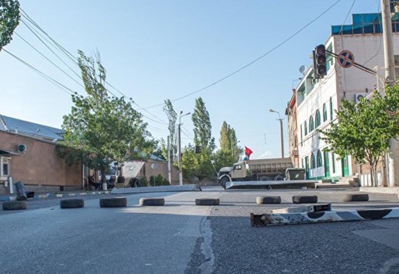 Оппозиция Армении подбирается к резиденции Саргсяна
