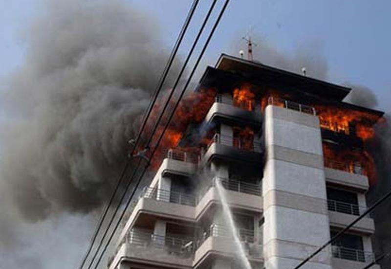 """Сильнейший пожар в Бангкоке: рушится известное здание <span class=""""color_red"""">- ВИДЕО</span>"""