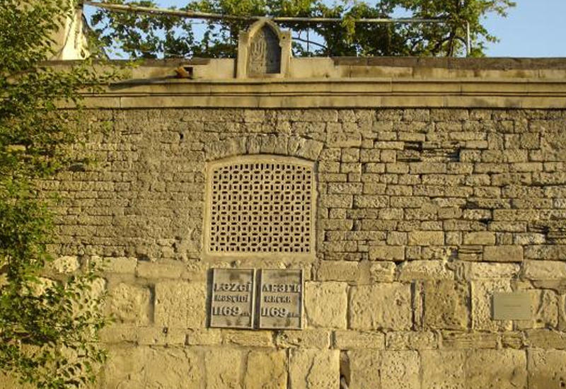 В Баку восстановят известную мечеть