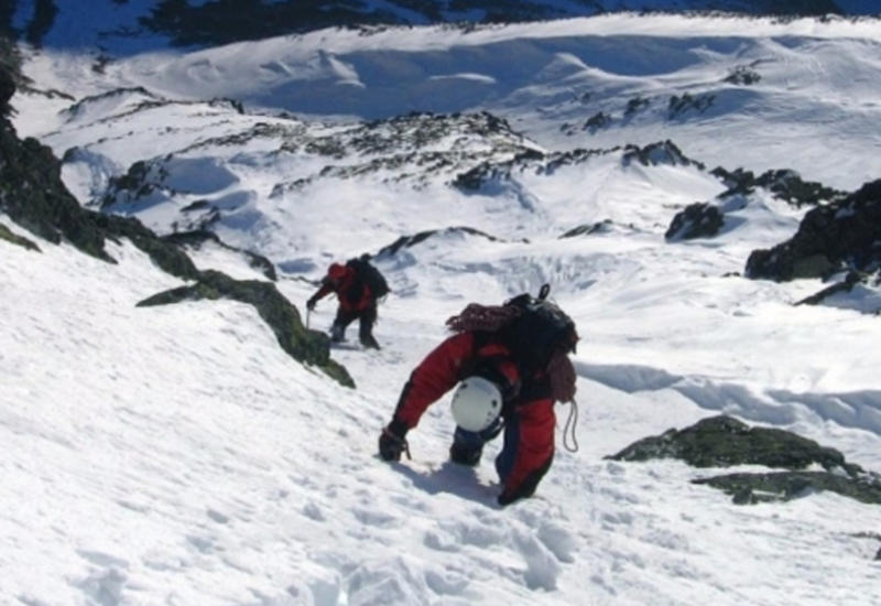 """На Эльбрусе альпинист сорвался с высоты 3600 метров <span class=""""color_red"""">- ВИДЕО</span>"""