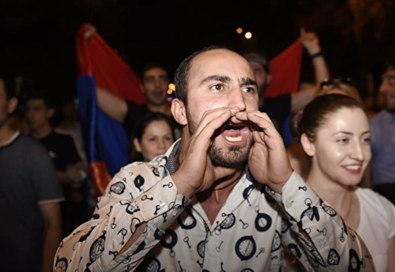 Шествие в Ереване: армяне открыто поддерживают террористов