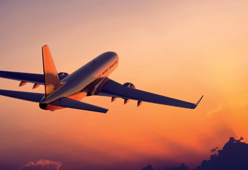 """Полет самолета с горящим двигателем сняли на камеру <span class=""""color_red"""">- ВИДЕО</span>"""