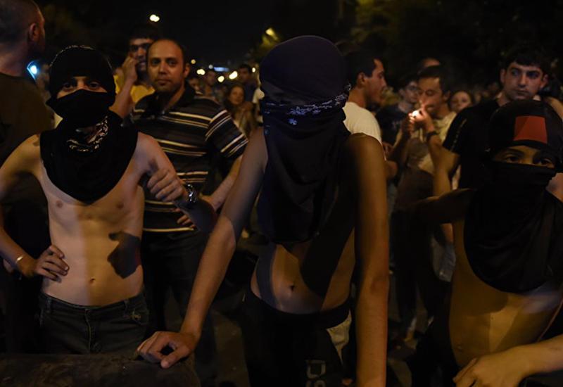 Жизнь в Ереване остановилась. Оппозиция грызет друг другу глотки