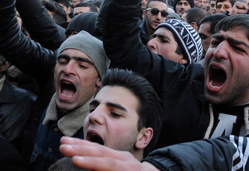 Гюмри поддержали террористов в Ереване маршем
