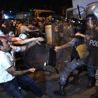 """Бои в Ереване: массовые аресты, есть раненые <span class=""""color_red"""">- ОБНОВЛЕНО</span>"""