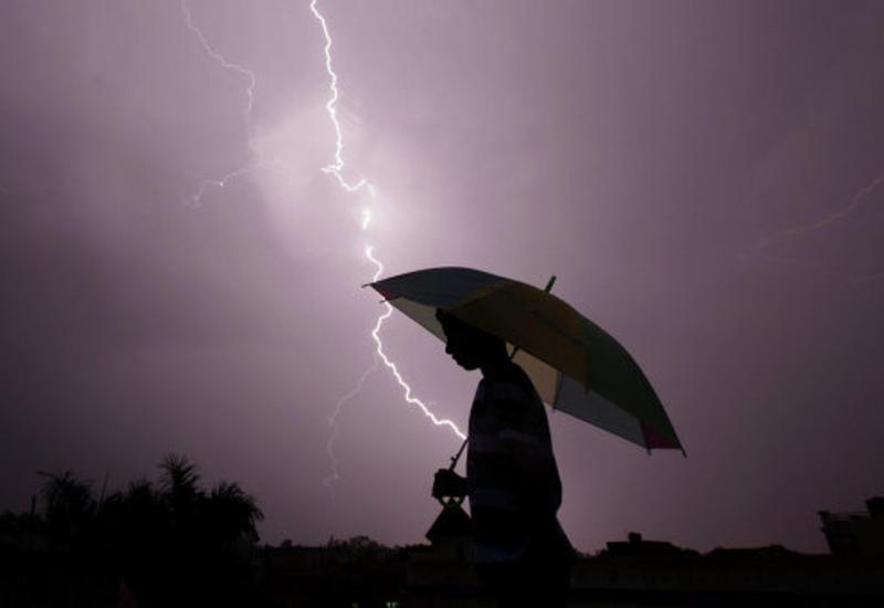 В Индии от ударов молнии погибли десятки человек