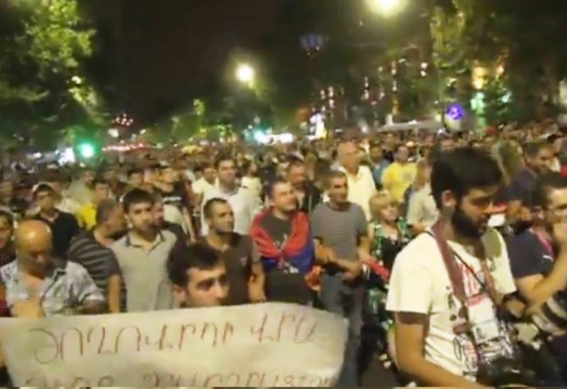 """Сторонники террористов митингуют в центре Еревана <span class=""""color_red"""">- ФОТО</span>"""