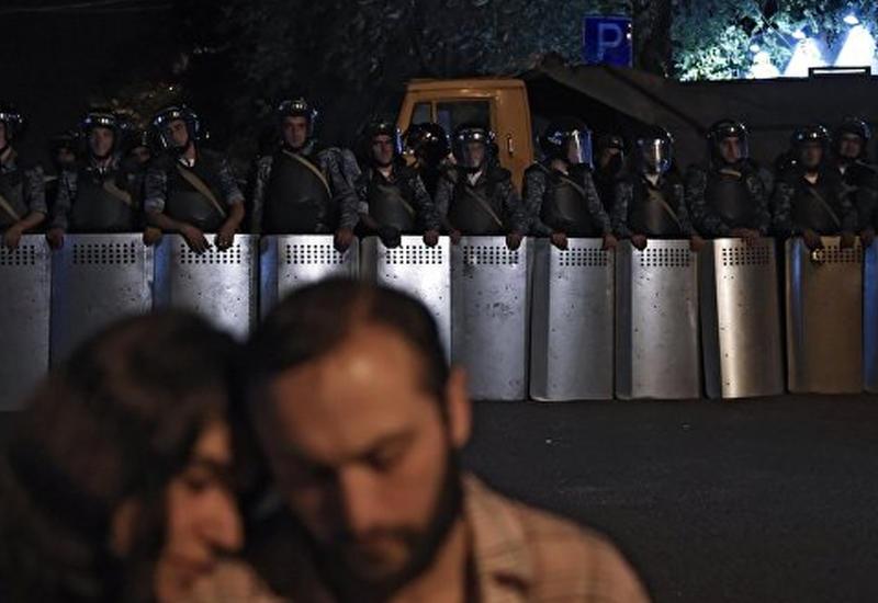 В Ереване отменили все массовые мероприятия