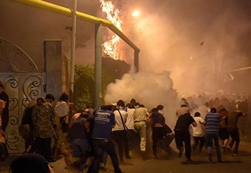 СНБ дала ереванским террористам полчаса на то, чтобы сдаться