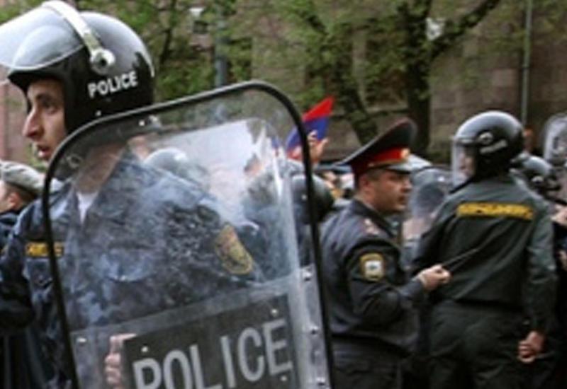 Террористы в Ереване освободили последних двух врачей