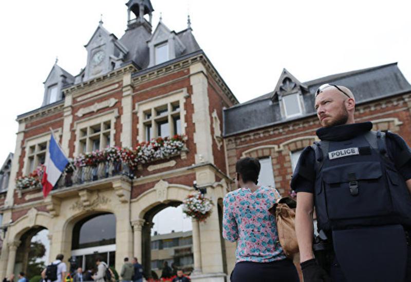 Во Франции мусульманская община отказывается хоронить убийцу священника