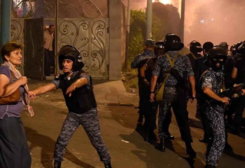Полиция угрожает демонстрантам в Ереване