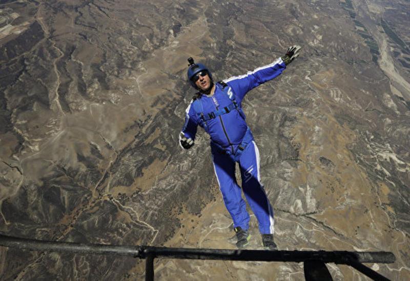 "Американец установил рекорд в прыжке без парашюта <span class=""color_red"">- ВИДЕО</span>"