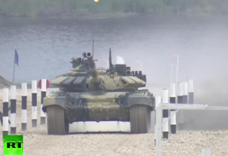 """Беспилотник заснял танковый биатлон под Москвой <span class=""""color_red"""">- ВИДЕО</span>"""