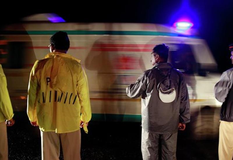 Кошмар в Индии: обрушившееся здание заживо похоронило людей