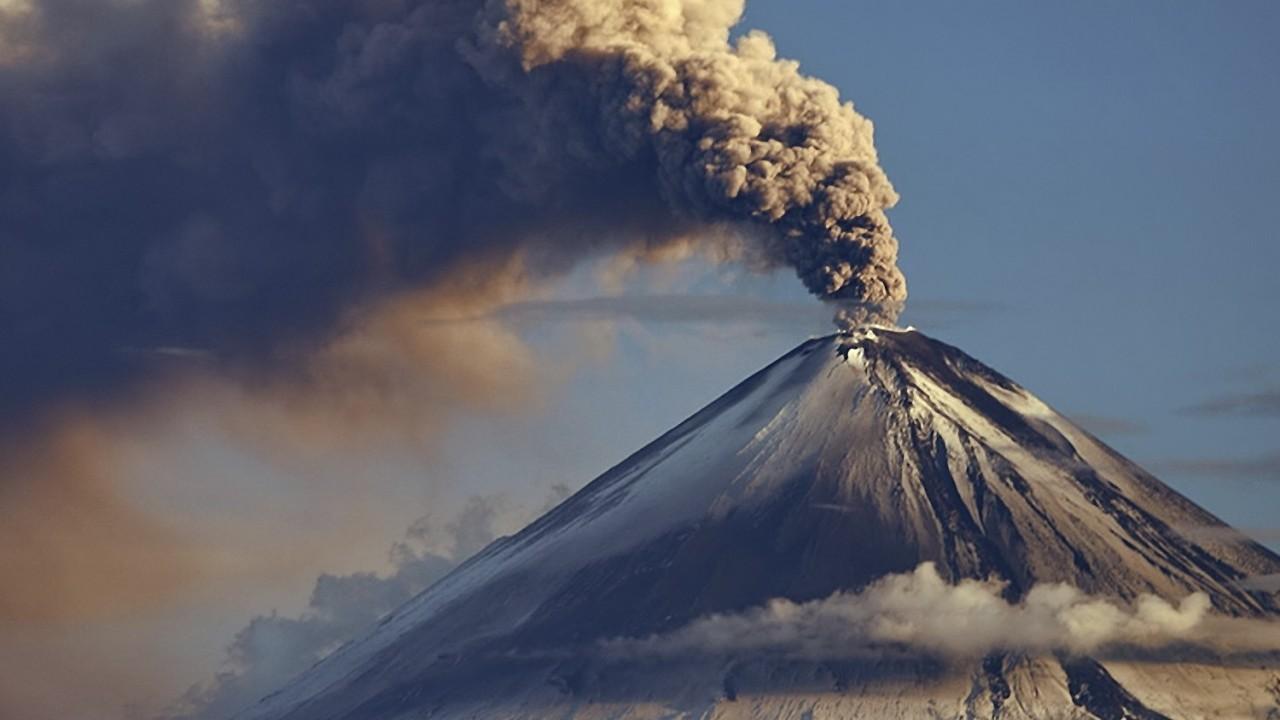 ВМексике вулкан покрыл пеплом целый город