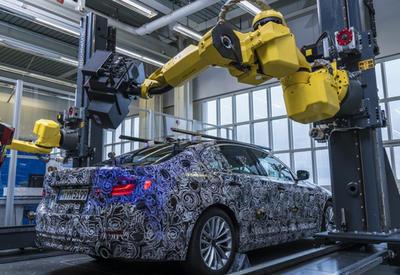 """Роботы BMW научились создавать трехмерную модель новой """"пятерки"""" <span class=""""color_red"""">- ФОТО</span>"""