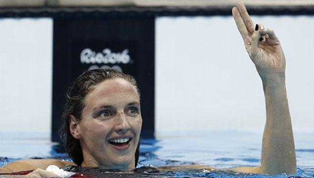 Катинка Хошсу устанавливает рекорд мира на400-метровке комплексом