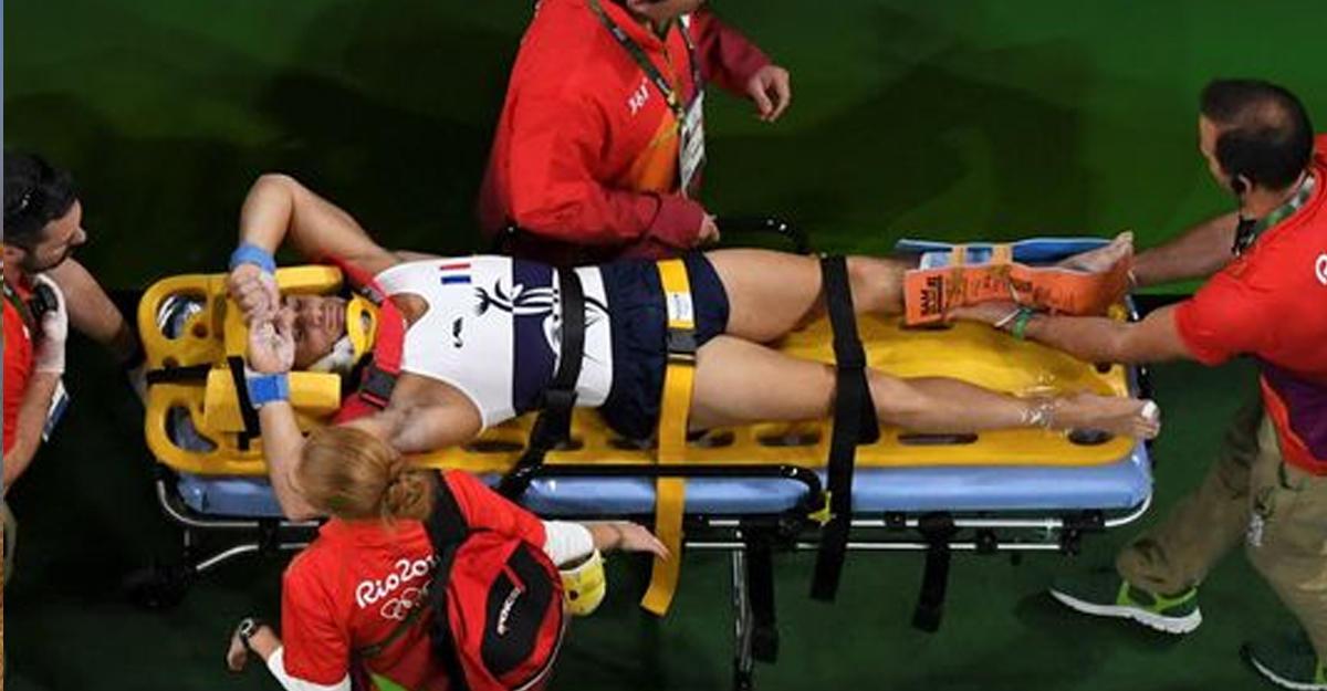 Мед. сотрудники уронили сломавшего ногу французского гимнаста наОИ