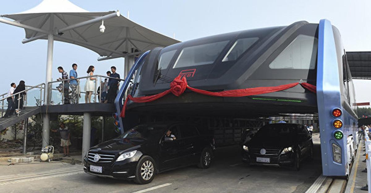 Всети появилось видео тестирования «автобуса будущего» вКитайской республике