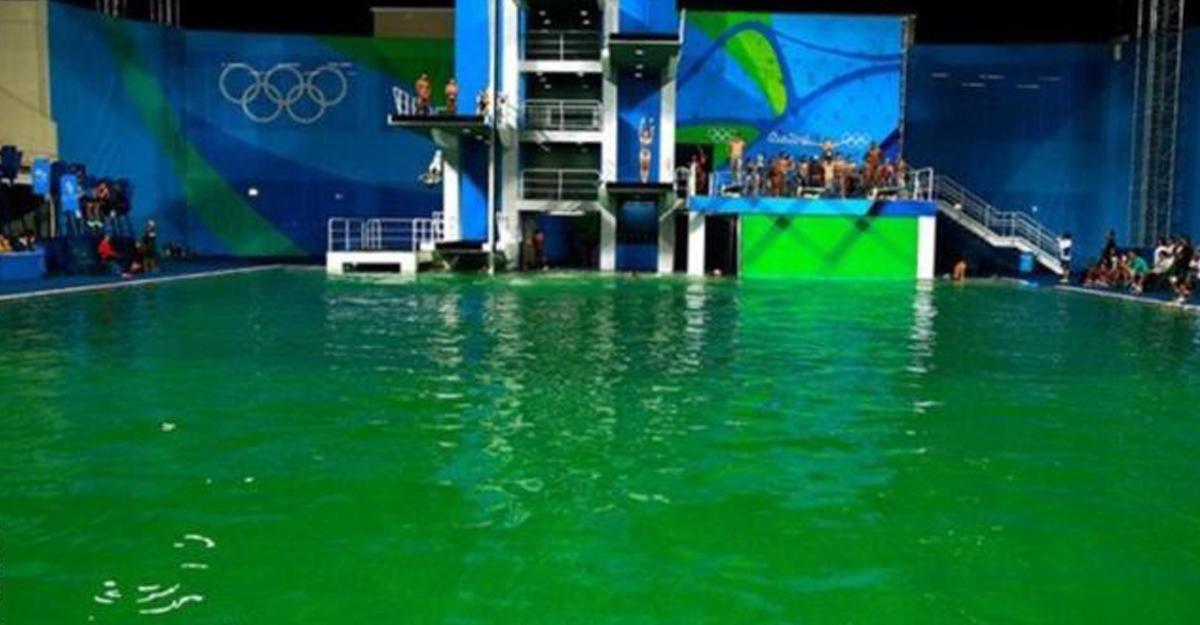 Олимпиада-2016: вода вбассейне задень позеленела