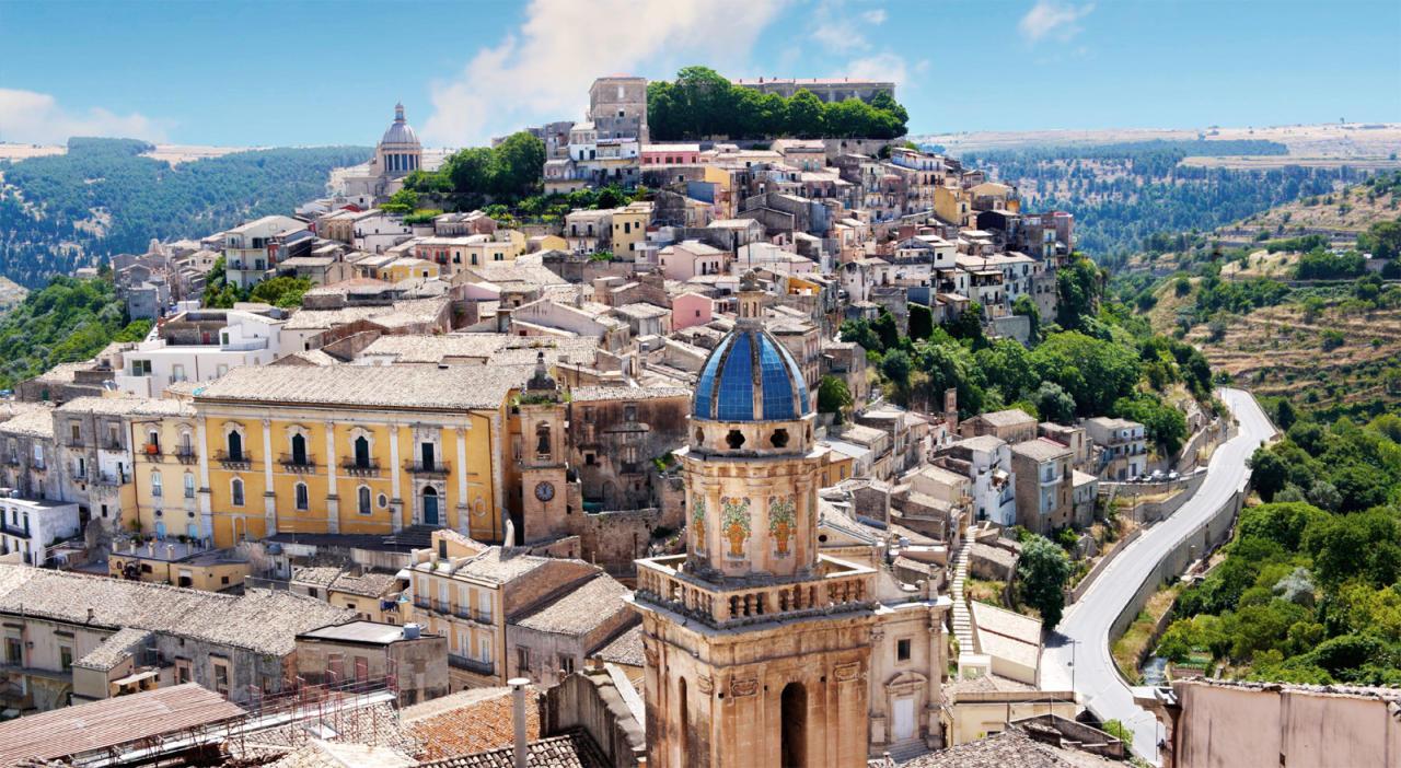 Власти Италии распустили мэрии 2-х городов из-за связей смафией
