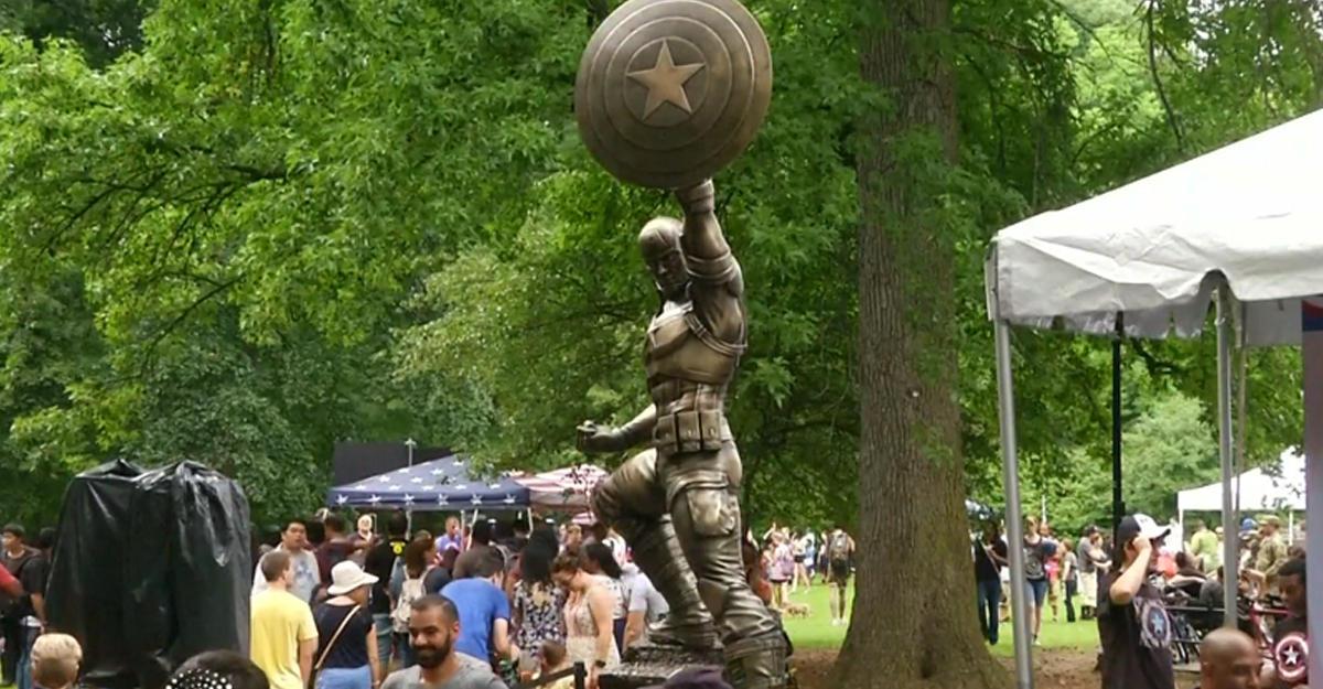 Статую Капитана Америка установили вНью-Йорке