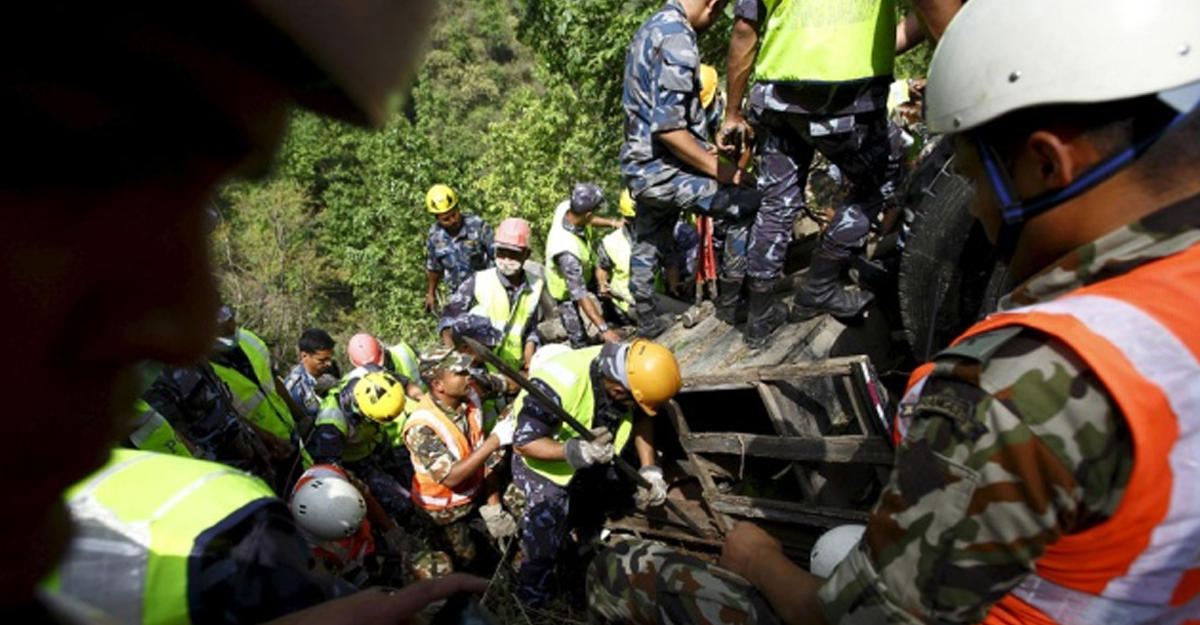 ВНепале автобус сорвался вущелье: погибли 25 пассажиров