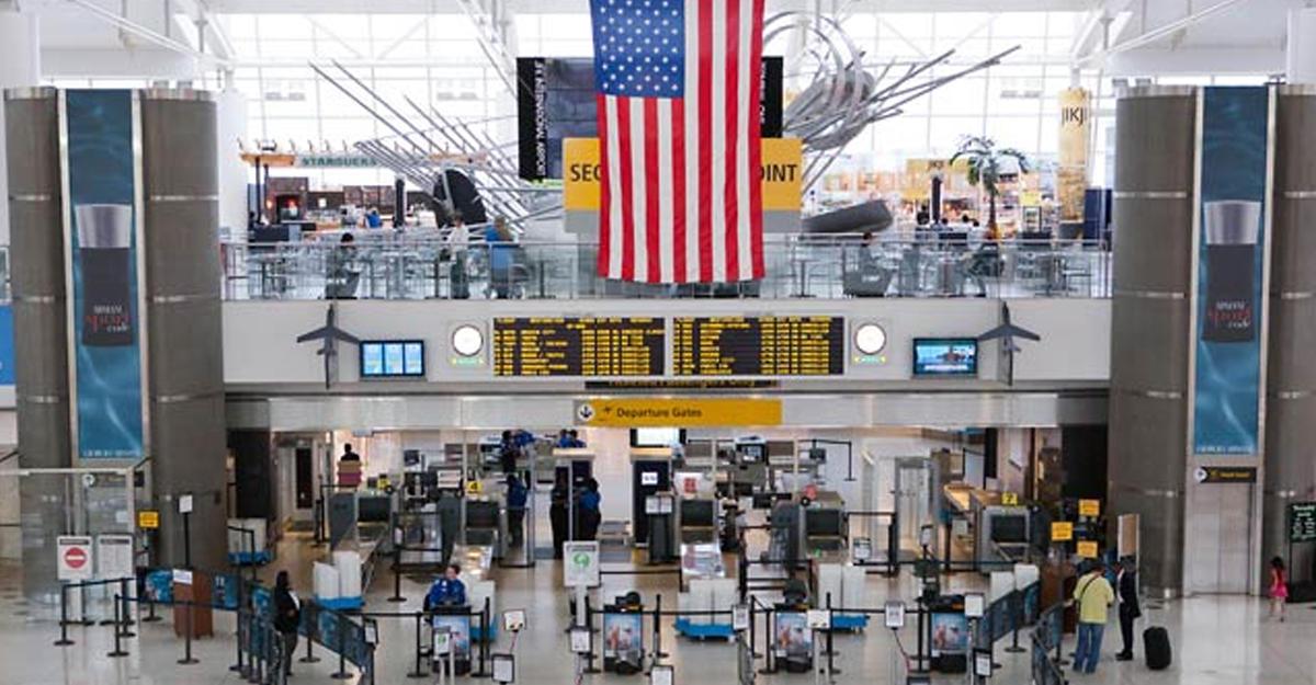 Власти Нью-Йорка опровергли информацию острельбе ваэропорту Кеннеди