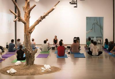 """YARAT приглашает на уроки йоги под руководством профессионального инструктора <span class=""""color_red"""">- ФОТО</span>"""