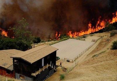 """В Калифорнии сгорели дотла дома миллионеров <span class=""""color_red"""">- ВИДЕО</span>"""