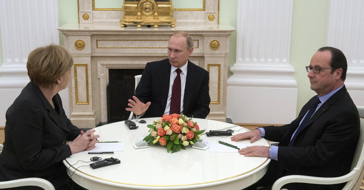 Ф.Олланд выразил обеспокоенность эскалацией наДонбассе