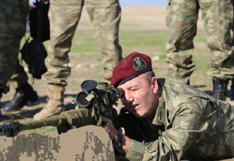 """İŞİD-i Bakıya gələn general vurur <span class=""""color_red"""">- FOTOLAR</span>"""