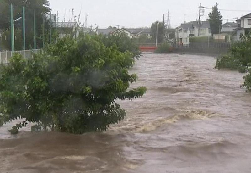 """Катастрофа в Японии: дороги и мосты размыты, сошли оползни <span class=""""color_red"""">- ВИДЕО</span>"""