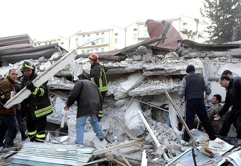 В Италии извлекают детей из-под развалин