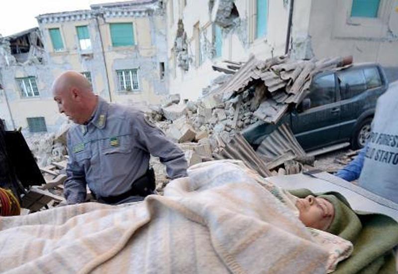 """В Италии извлекают людей из-под завалов <span class=""""color_red"""">- ФОТО</span>"""