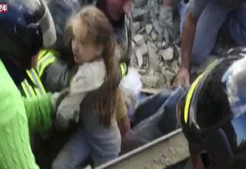 """Землетрясение в Италии: удивительное спасение ребенка из-под завалов <span class=""""color_red"""">- ФОТО - ВИДЕО</span>"""