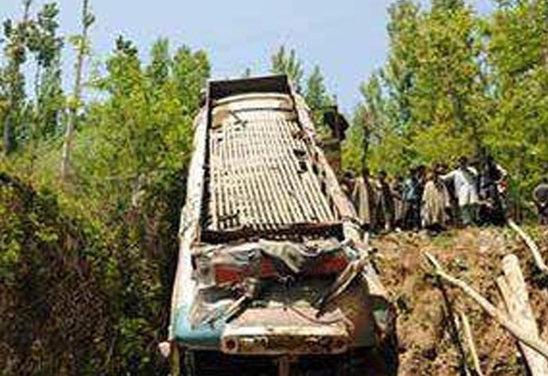 В Непале автобус упал в обрыв, много пострадавших