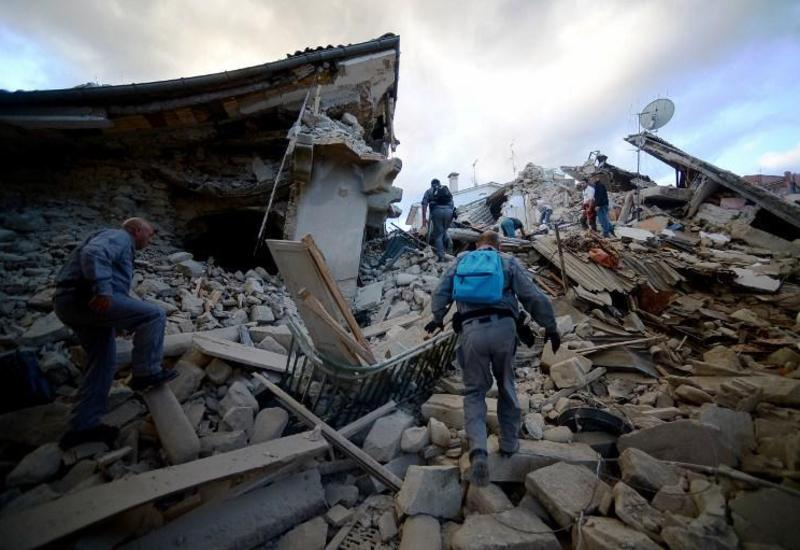 В Италии продолжают извлекать из‑под завалов тела погибших