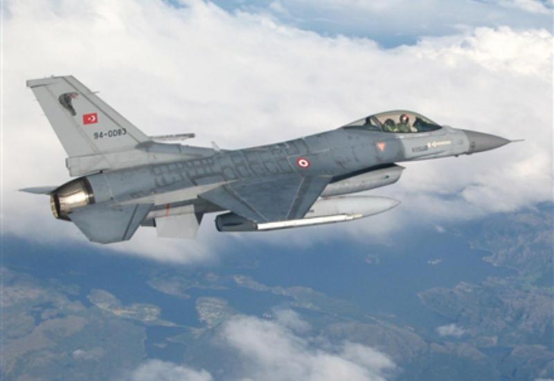Турецкая авиация бомбит террористов в Сирии