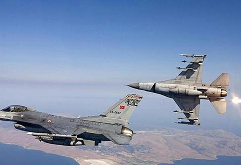 """ВВС Турции уничтожили склад с оружием и командный пункт """"ИГ"""" в Сирии"""