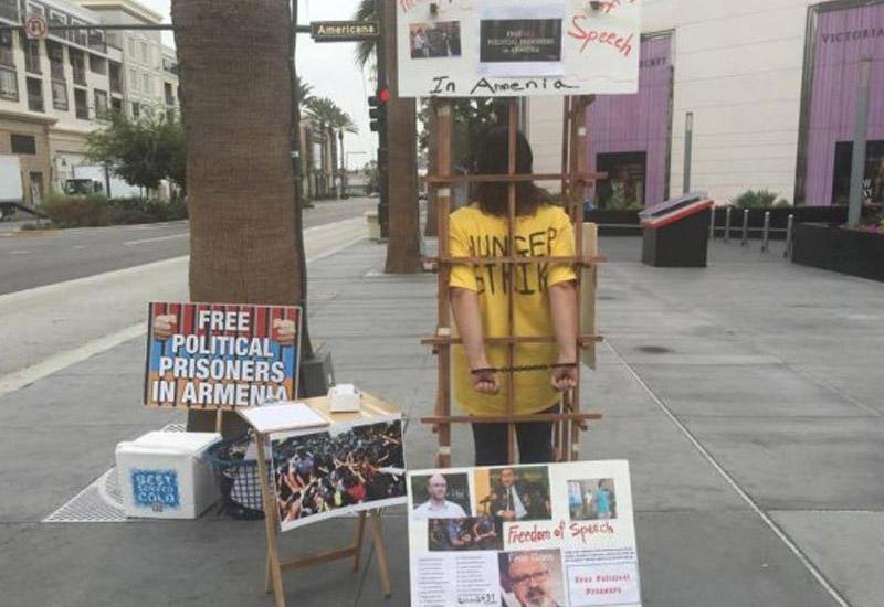 Армянская активистка приковала себя на улице в Лос-Анджелесе